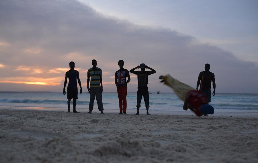 break-dancers-beach-zanzibar-398