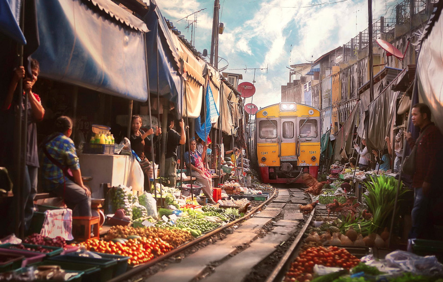 thai-market-train