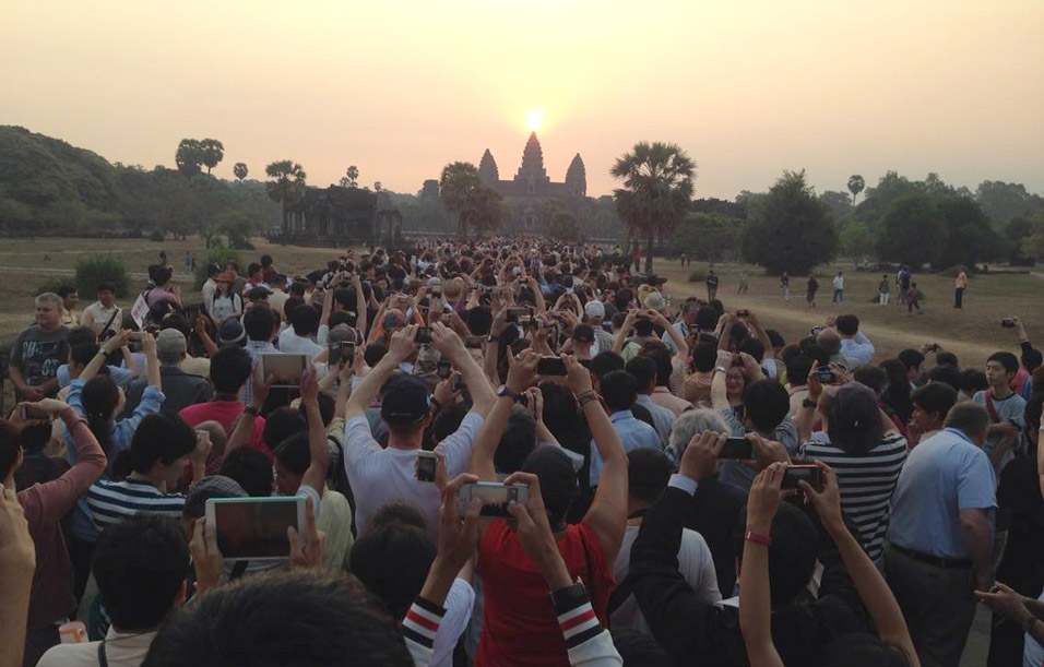 tourists at Angkor Wat, by Hang Meang Khou, linked on thisworldrocks.com